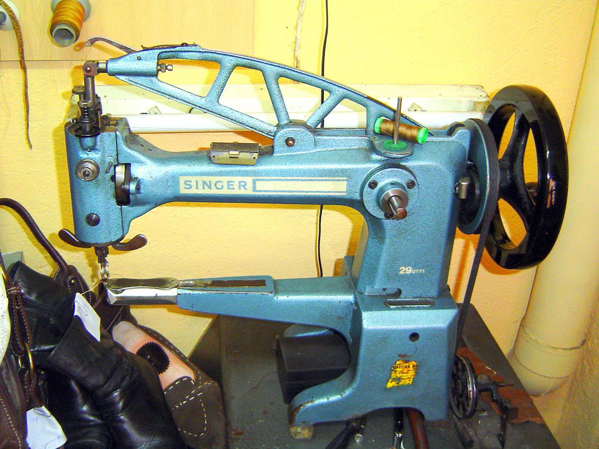 Una mirada del hombre maquinas de coser singer precios - Precios de zapateros ...